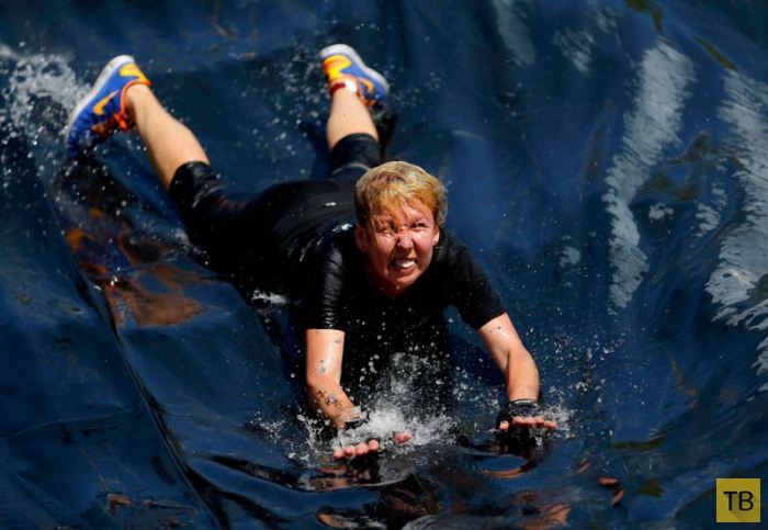 Экстремальные бега по-венгерски: Brutal Run (13 фото)