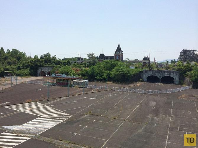Заброшенный Диснейленд в Японии (16 фото)