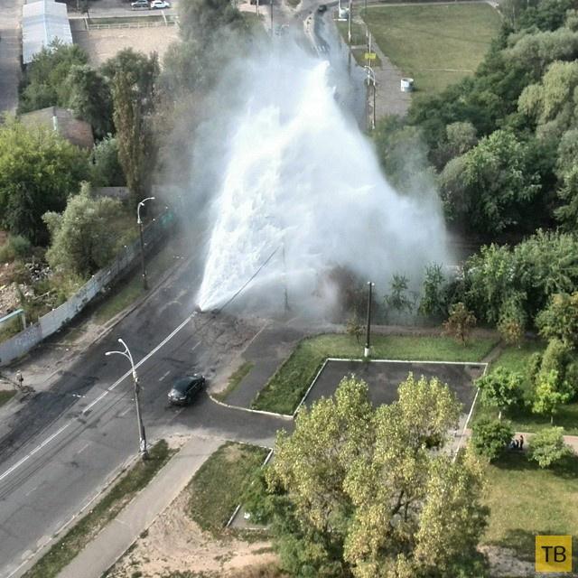 10-метровый фонтан - авария на теплотрассе в г. Киев...