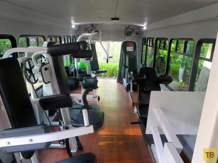 Автобус - мобильный тренажерный зал (9 фото)