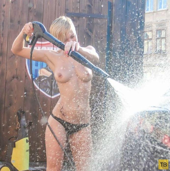 Благотворительная акция в бикини на автомойке во Львове (60 фото)