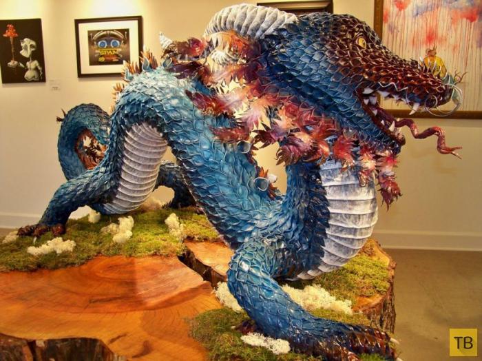 Невероятная скульптура дракона, сделанная Бриттани Остин из папье-маше (12 фото)