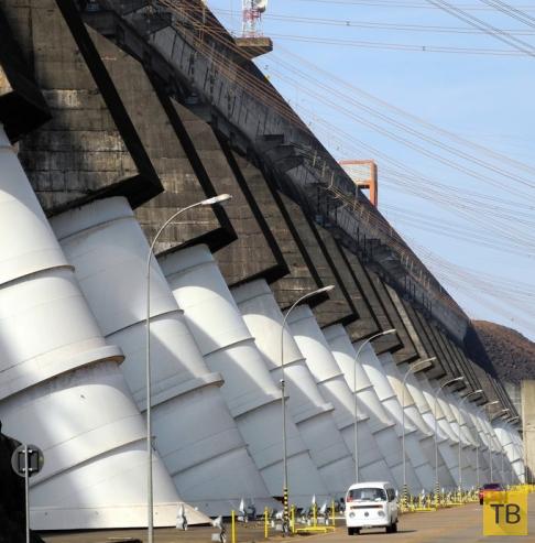 Гидроэлектростанция Итайпу на границе Бразилии и Парагвая (7 фото)