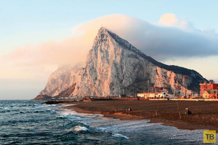 Гибралтарская скала - одна из самых живописных возвышенностей планеты (9 фото)