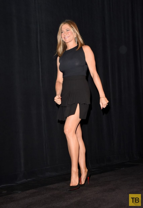 Дженифер Энистон появилась без нижнего белья на фестивале в Торонто (6 фото)