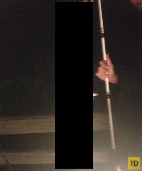 Вот это улов! Вместо рыбы на крючок - 50-сантиметровый монстр! (5 фото)