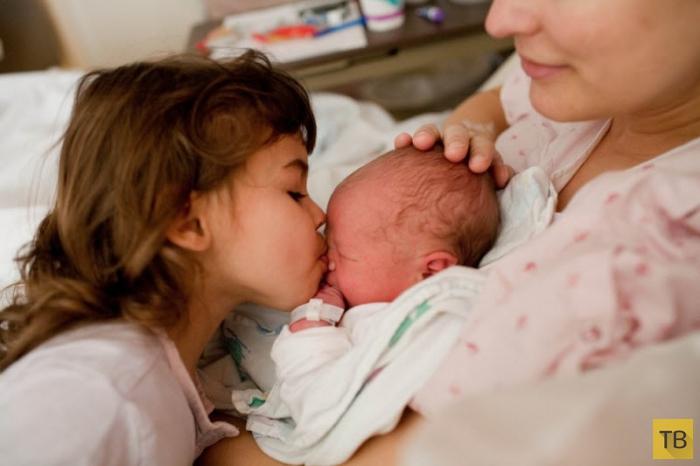 Трогательные фотографии мам и новорожденных (40 фото)