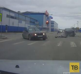 """Водитель """"BMW"""" летел на красный и столкнулся с """"Hyundai""""... ДТП в Тарко-Сале, Тюменская область"""