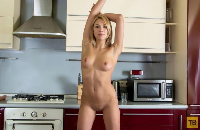 Видео девушки голышок усибя дома на кухне — pic 7