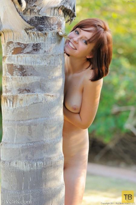 Рыженькая красотка с отличной фигурой (16 фото)