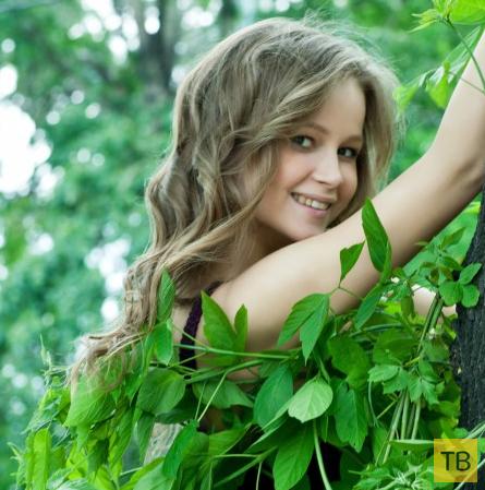 Красотка среди зелени (12 фото)