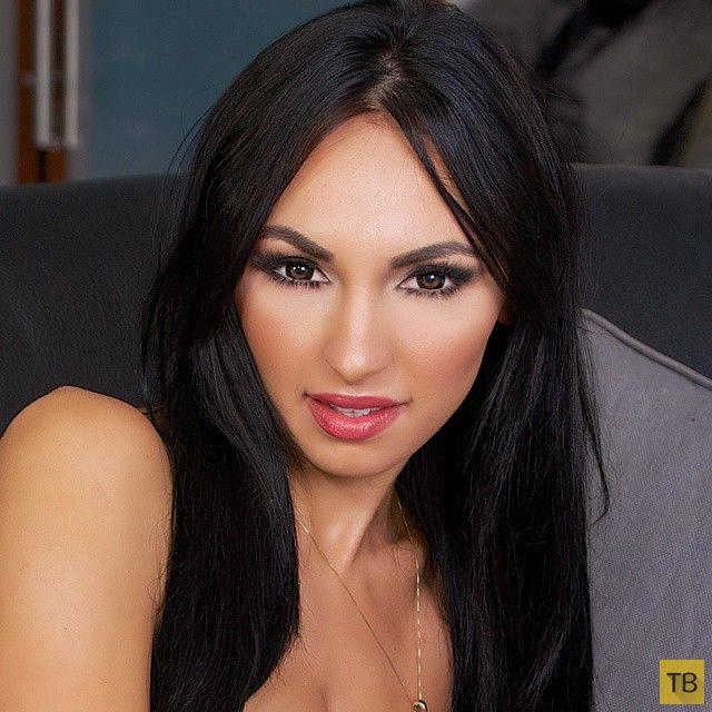 Ирина Иванова - пышногрудая звезда социальных сетей (39 фото)