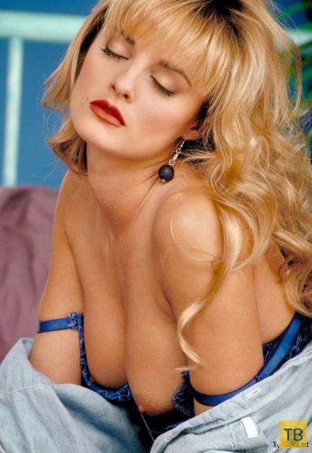 Томная блондинка с выразительными формами... (26 фото)