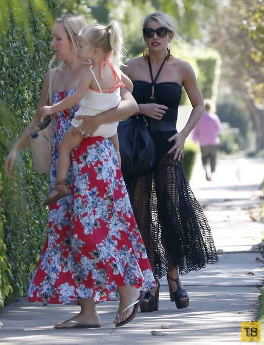 Прозрачная юбка порвалась на Джессике Симпсон (10 фото)