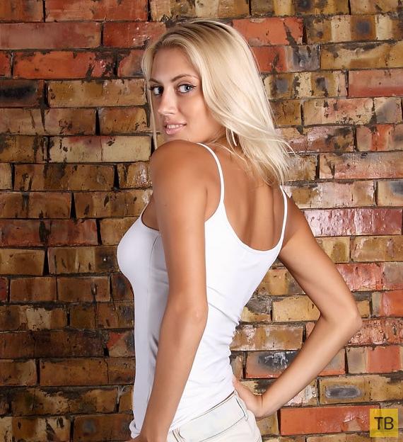 Милая блондинка с красивой грудью (12 фото)