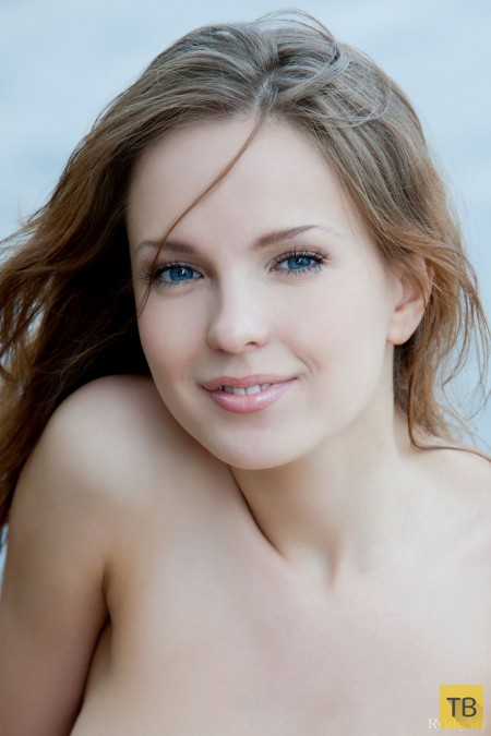 Миленькая девушка с красивой грудью, часть 3 (12 фото)