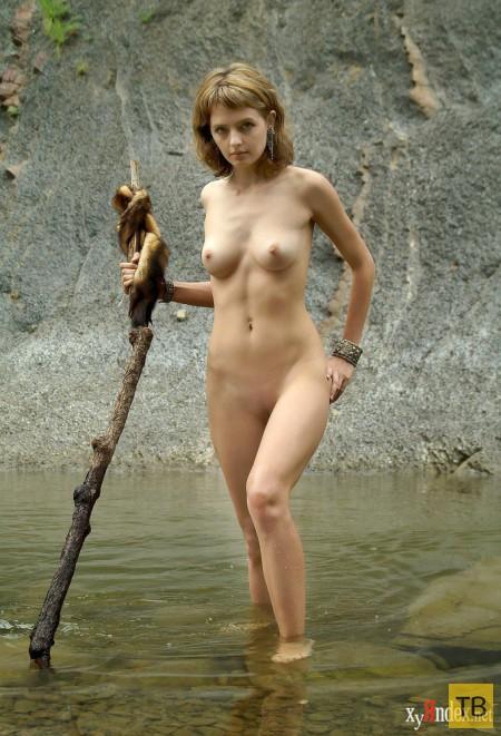Грустная красавица у ручья (16 фото)