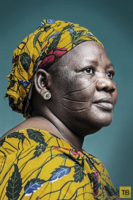 Последнее поколение шрамированных африканцев (10 фото)