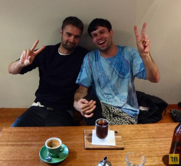 С многими ли друзьями из Facebook вы пили кофе? (14 фото)
