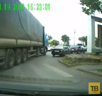 """Водитель фуры наехал на """"Hyundai"""" и даже не заметил... ДТП в г. Ростов-на-Дону"""