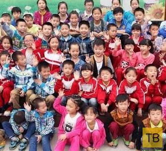 Начальная школа с 32 парами близнецов (6 фото)