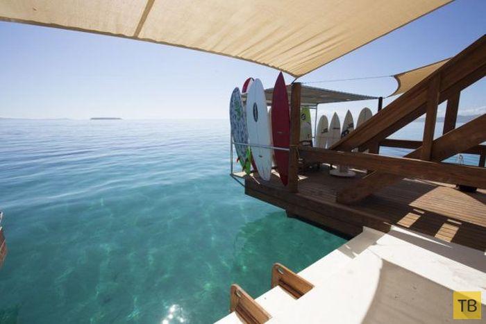 Бар на воде у берегов Фиджи (15 фото)