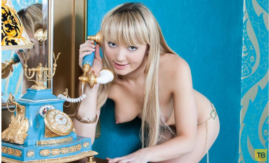 Горячая нескромная блондинка (15 фото)