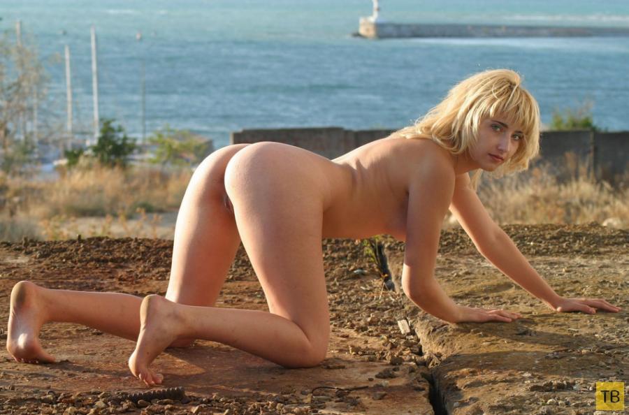 Блондинка - морячка (18 фото)