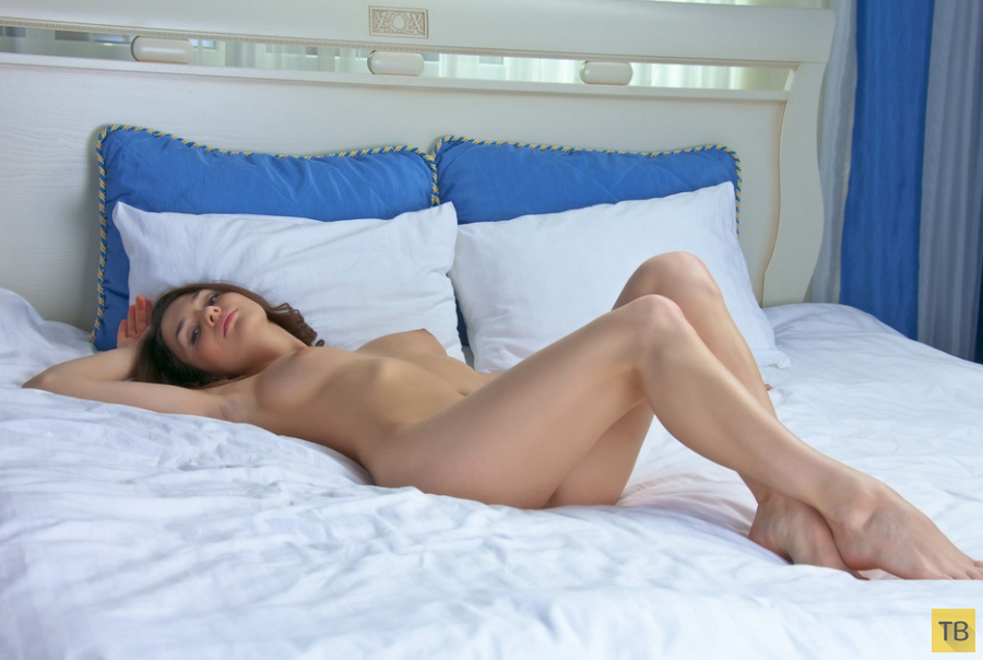 Красивая девушка с гибкой фигурой (14 фото)