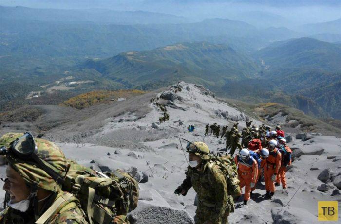 Извержение вулкана Онтакэ в Японии (11 фото)