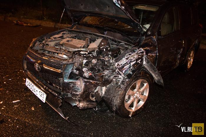 """Водитель """"Nissan Skyline"""" спровоцировал столкновение двух автомобилей... ДТП в г. Владивосток"""
