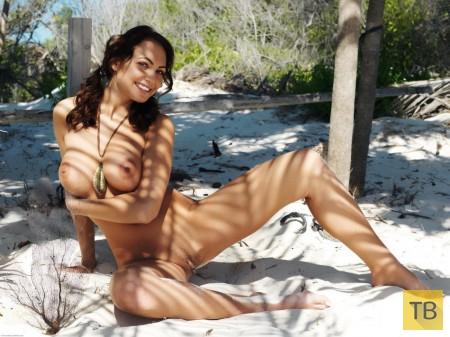 Пышная красотка среди пальм (20 фото)