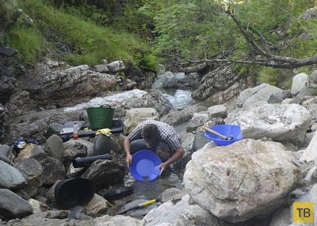 Ради обручальных колец жених полтора года добывал в горах золото (13 фото)