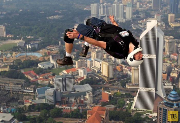 Прыжки с Менара Куала-Лумпур (9 фото)