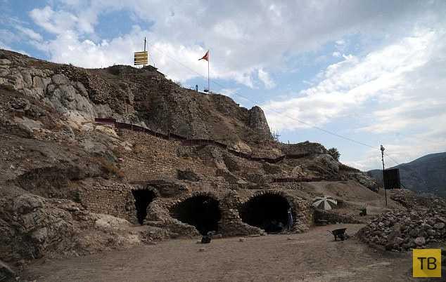 В Турции обнаружено подземелье Дракулы (4 фото)