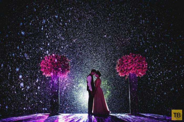 Молодожены, которые не испугались дождя в день своей свадьбы (20 фото)