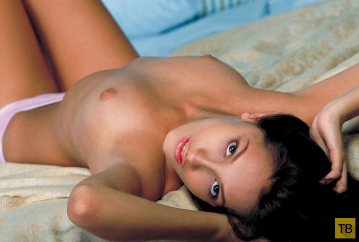 Брюнетка с красивыми сисями (12 фото)