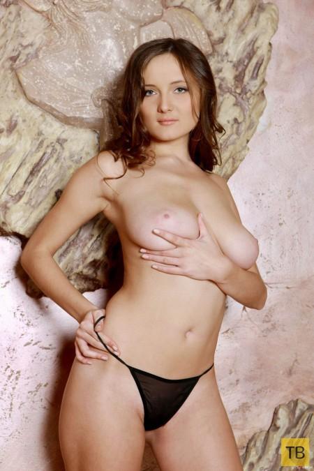 Миленькая девушка с большой натуральной грудью (25 фото)