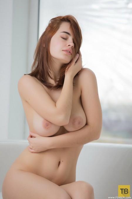 Пышная красавица с шикарным бюстом (28 фото)