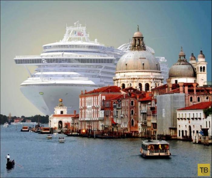 Круизный лайнер в Венеции (7 фото)