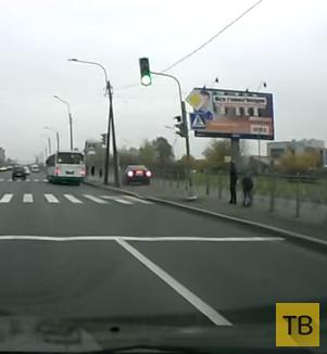 """""""Гонщик"""" чуть не сбил пешеходов на тротуаре... ДТП в г. Санкт-Петербург"""