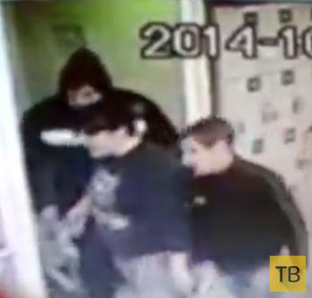 Трое неизвестных ворвались в магазин и избили охранника... г. Москва
