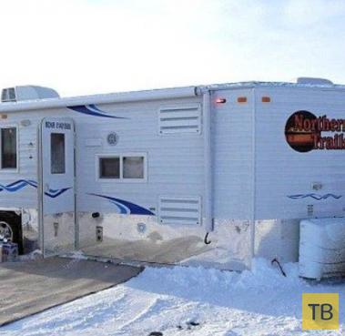 Мобильный дом для зимней рыбалки на льду (5 фото)