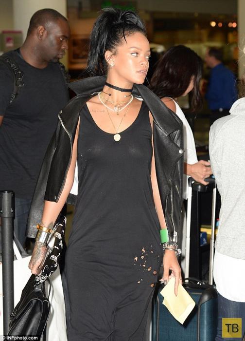 Рианна только с пятого раза прошла металлоискатель в аэропорту (10 фото)