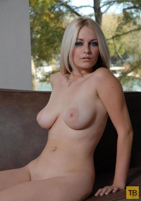 Сисястая блондинка, часть 3 (12 фото)