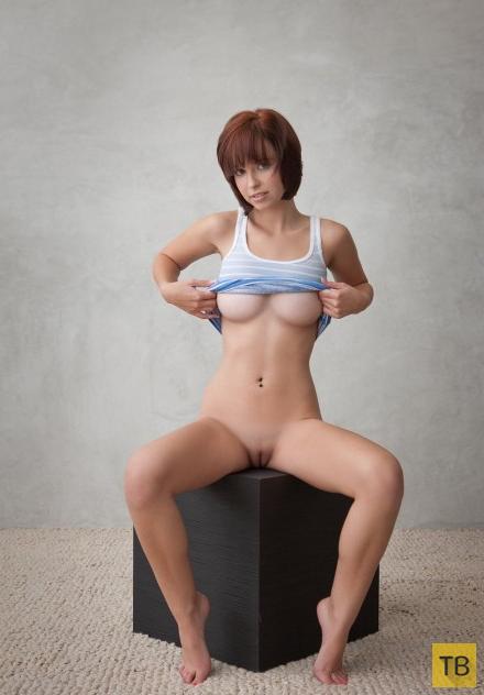 Миленькая девушка с шикарной грудью (17 фото)