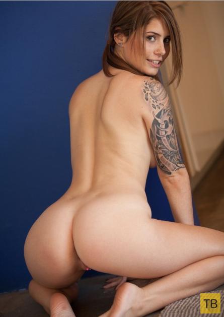 Девчонка с татуировками (16 фото)