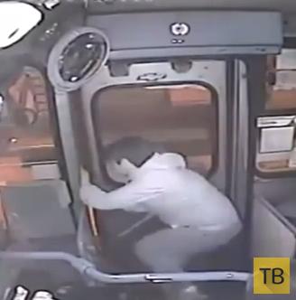 В автобусе поймали вора...