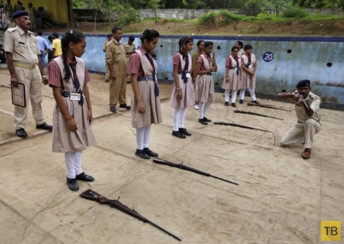 Женщины с оружием в Индии (18 фото)