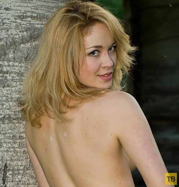 Блондинка с красивыми сисями (22 фото)